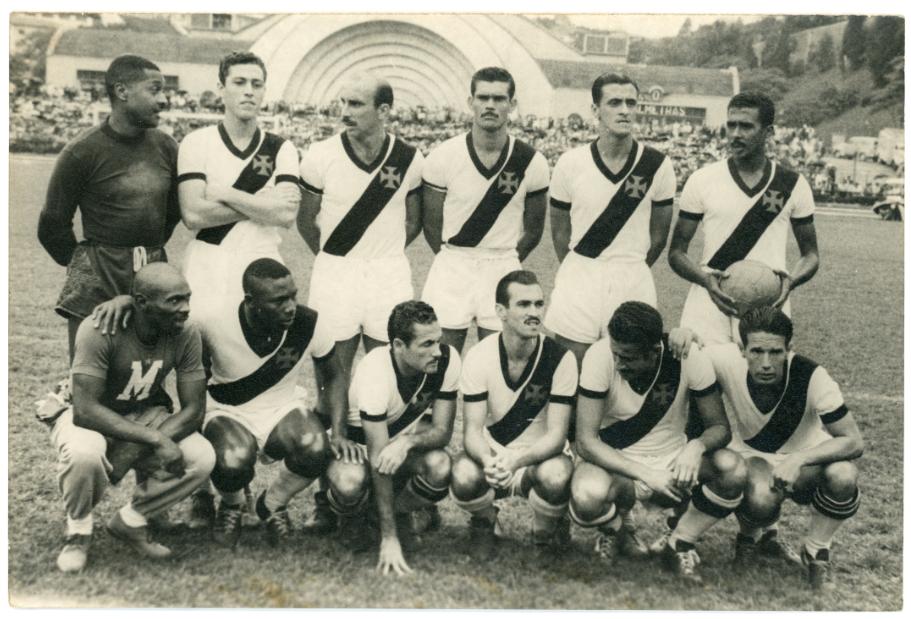 Nova exposição do Museu do Futebol homenageia goleiros e põe Barbosa no centro do debate sobre o racismo no Brasil