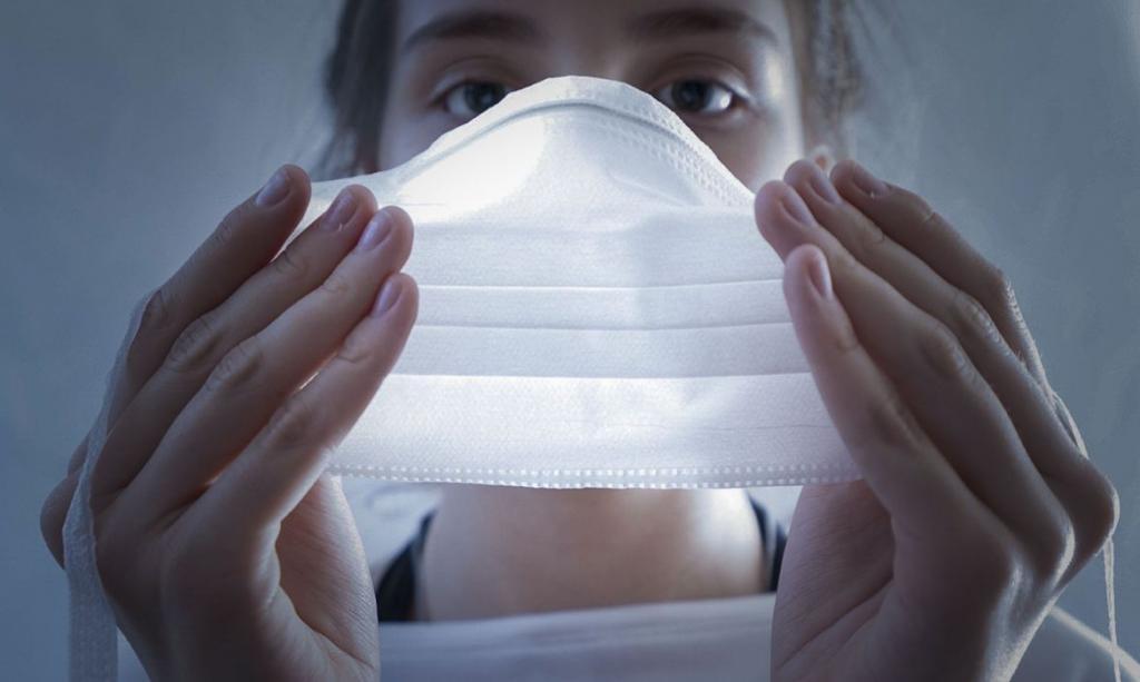 Medo de contrair Covid-19 e de morrer atinge pico entre jovens desde o início da pandemia, aponta pesquisa
